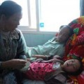 Tin tức - Bé gái 4 tuổi thoát chết thần kỳ trong vụ sập cầu treo