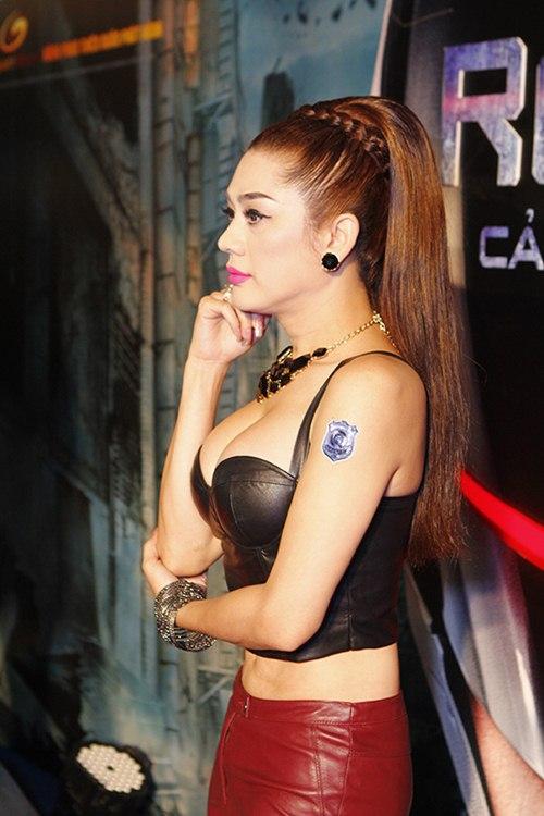 lam chi khanh khoe eo thon, nguc cang tron - 6