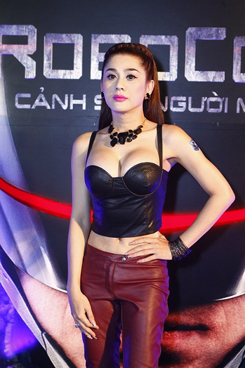lam chi khanh khoe eo thon, nguc cang tron - 7