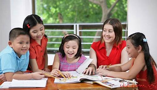 Cần đứng trên lợi ích của trẻ khi cấm dạy ngoại ngữ - 1