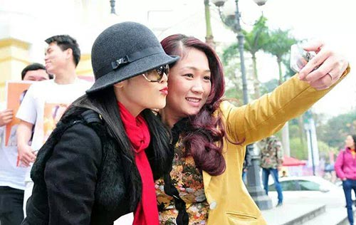thu phuong va chong duoc chao don o san bay - 8