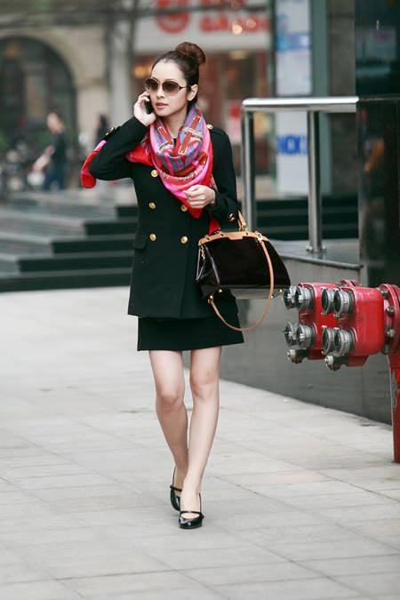 Jennifer Phạm thanh lịch đi uống cà phê-3