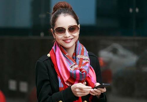 Jennifer Phạm thanh lịch đi uống cà phê-6