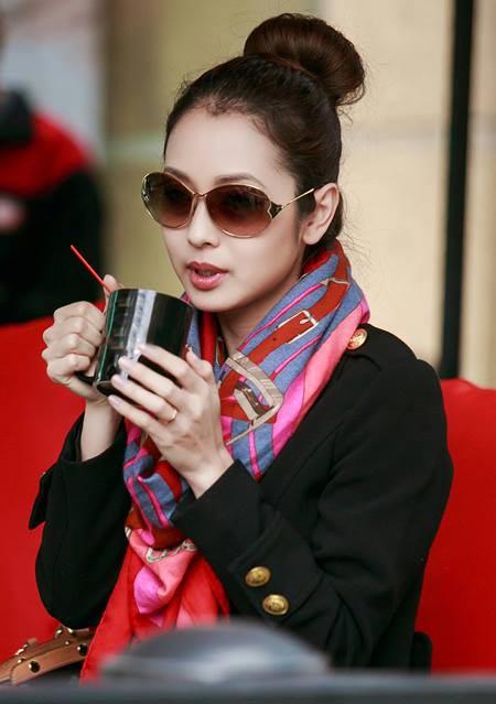 Jennifer Phạm thanh lịch đi uống cà phê-9