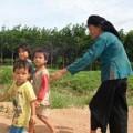 Tin tức - Ba đứa trẻ côi cút vì cha mẹ bị hàng xóm sát hại