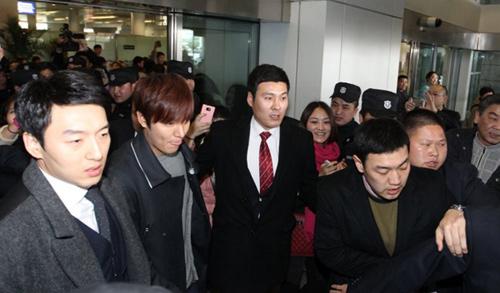 Fan nữ đổ máu vì bám theo Lee Min Ho-2