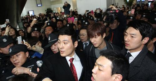 Fan nữ đổ máu vì bám theo Lee Min Ho-7