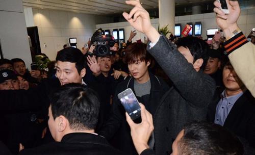 Fan nữ đổ máu vì bám theo Lee Min Ho-8