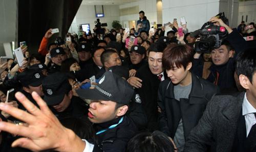 Fan nữ đổ máu vì bám theo Lee Min Ho-5
