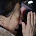 Tin tức - Thân nhân gào khóc chờ tin máy bay Malaysia mất tích