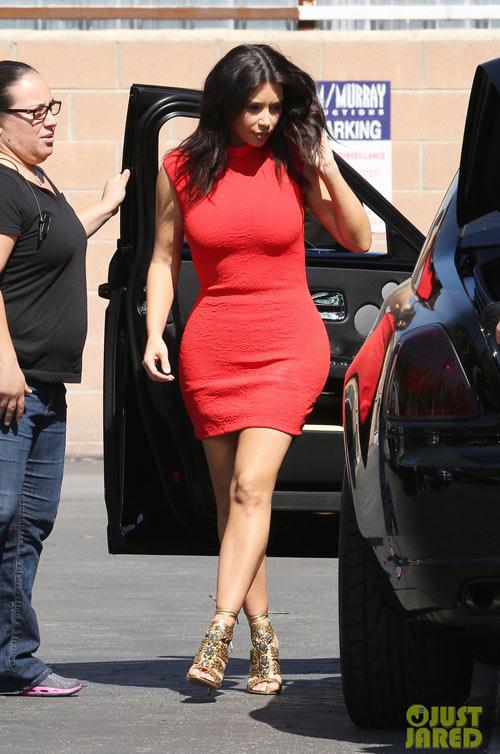 kim kardashian tu tin voi vong 3 do so - 1