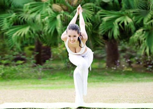 choang voi ve dep co giao day yoga - 7