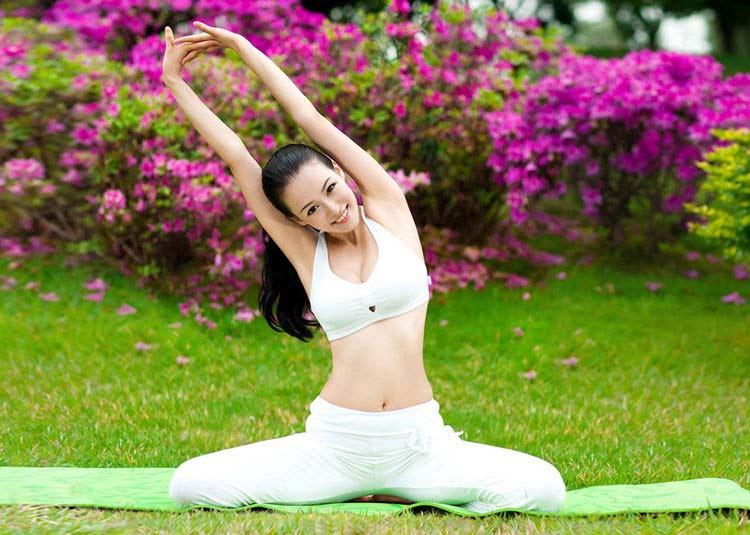 choang voi ve dep co giao day yoga - 9