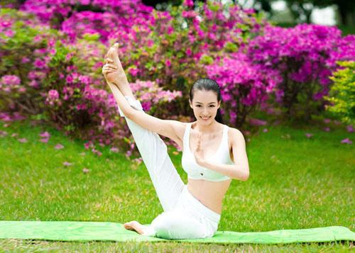 choang voi ve dep co giao day yoga - 8