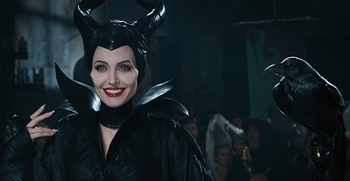 angelina jolie quyen ru me hon trong maleficent - 2