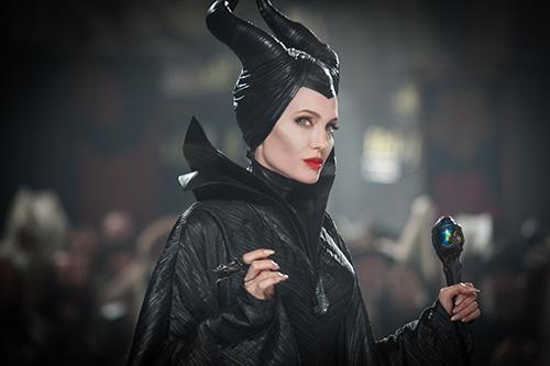 angelina jolie quyen ru me hon trong maleficent - 3