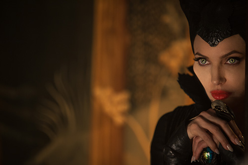 angelina jolie quyen ru me hon trong maleficent - 4