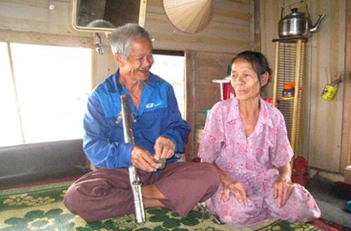 "chuyen tinh cam dong cua lao ong tuoi 80 ""nhat"" duoc vo - 1"