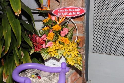 fan mang hoa, bong bay den tang chanh tin - 1