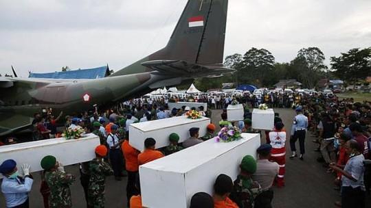 qz8501: tim thay phan than chinh may bay - 1