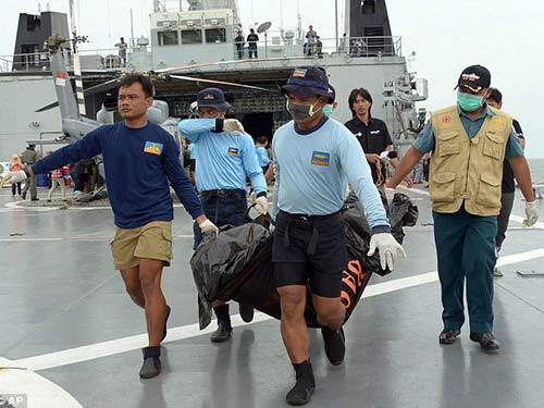 hau het nan nhan co the ket trong may bay qz8501 - 1