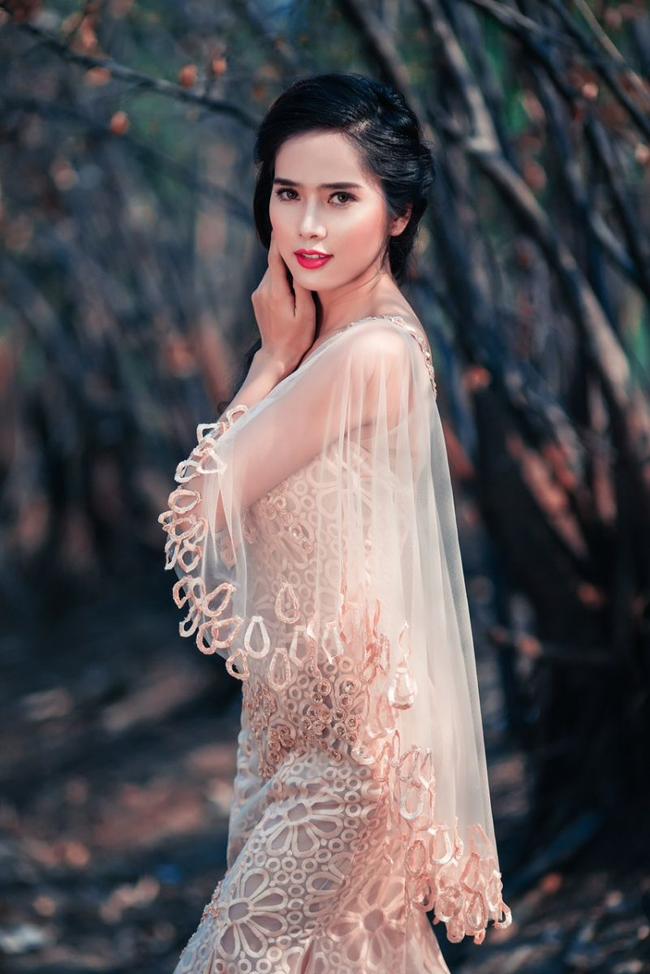 DramaMùa oải hương năm ấylà một bộ phim tình cảm lãng mạn đầu tiên của Việt Nam được thực hiện đúng chuẩn Drama Hàn Quốc, được quay bằng hệ thống máy quay chuyên dụng trong sản xuất phim nhựa. Vẻ đẹp thiên thần của dàn diễn viên trẻ Bella Mai, Ngọc Thảo và Sỹ Thanh đã góp phần quan trọng tạo nên những cảnh quay lãng mạn, tuyệt vời.