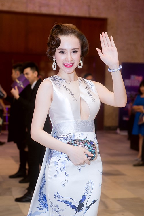 angela phuong trinh long lay nhu ba hoang tren tham do - 3