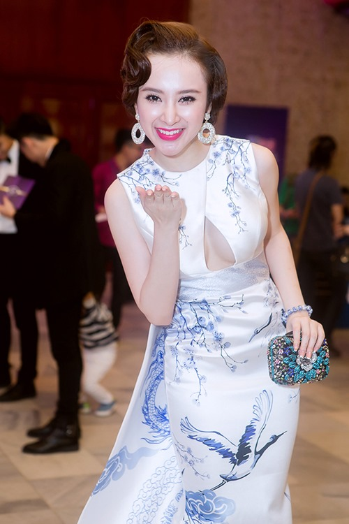 angela phuong trinh long lay nhu ba hoang tren tham do - 6