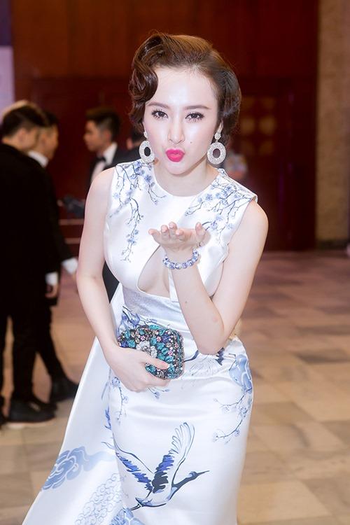 angela phuong trinh long lay nhu ba hoang tren tham do - 9