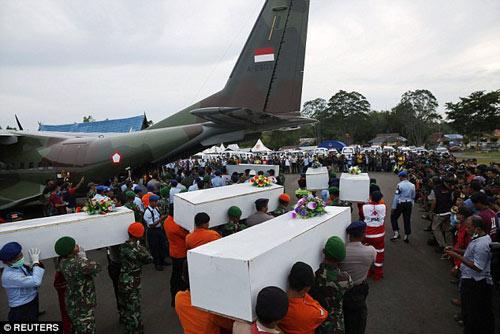 bat khoc nhung hinh anh dau thuong vu qz8501 - 15