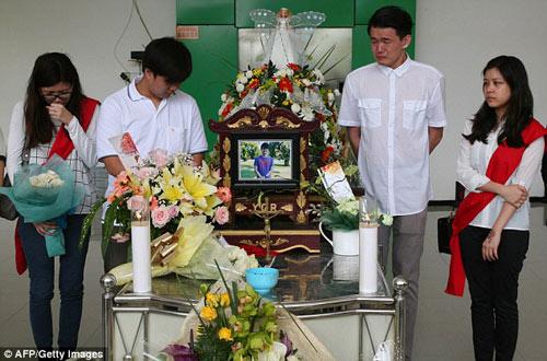 bat khoc nhung hinh anh dau thuong vu qz8501 - 16
