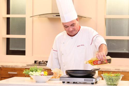 Bí quyết nấu ăn từ bếp trưởng nhà hàng năm sao-2