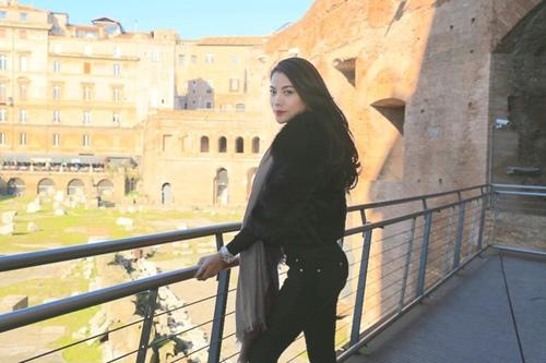 Trương Ngọc Ánh - Kim Lý tình cảm trên đường phố Italy-10