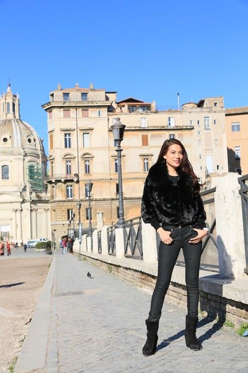 Trương Ngọc Ánh - Kim Lý tình cảm trên đường phố Italy-5