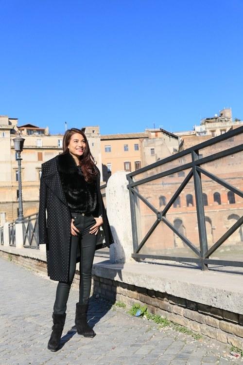 Trương Ngọc Ánh - Kim Lý tình cảm trên đường phố Italy-6