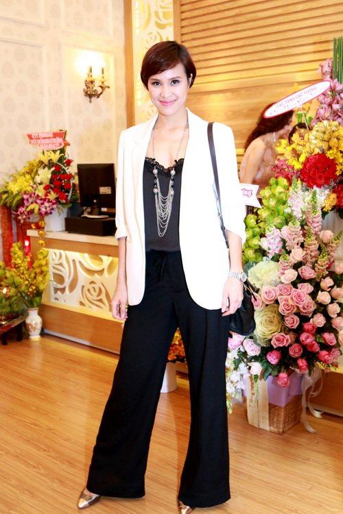 Trang Nhung khoe bụng bầu 7 tháng bên Mai Thu Huyền-14