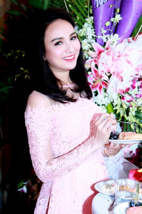 Trang Nhung khoe bụng bầu 7 tháng bên Mai Thu Huyền-17