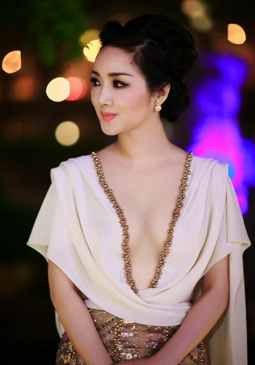 Giáng My: Hoa hậu chăm khoe vòng 1 nhất nhì showbiz-5