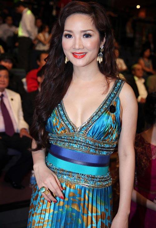 Giáng My: Hoa hậu chăm khoe vòng 1 nhất nhì showbiz-12