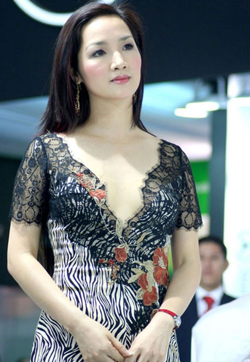 Giáng My: Hoa hậu chăm khoe vòng 1 nhất nhì showbiz-10