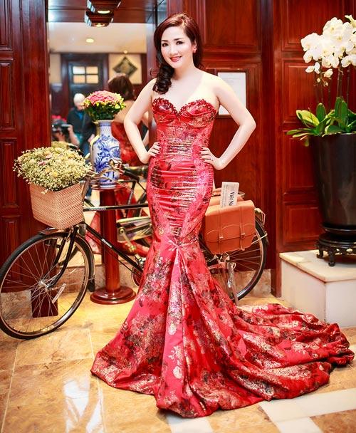 Giáng My: Hoa hậu chăm khoe vòng 1 nhất nhì showbiz-9