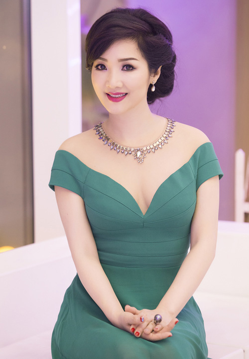 Giáng My: Hoa hậu chăm khoe vòng 1 nhất nhì showbiz-3