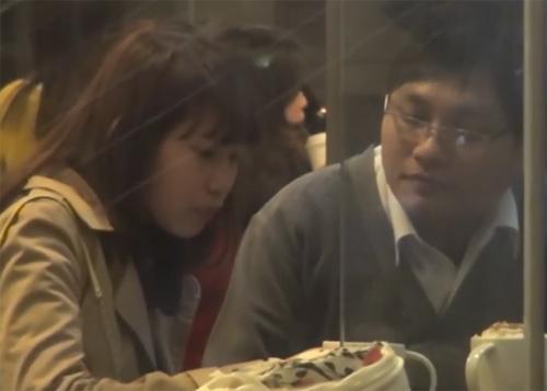 """Video: Thổn thức màn cầu hôn """"Em cưới anh nhé"""" của chàng trai 8X-1"""