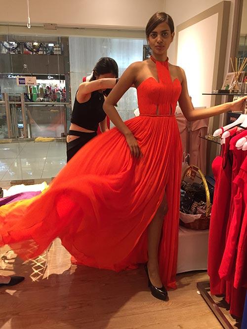 Hoa hậu Singapore mặc váy Việt Nam tại HH Hoàn vũ - 10