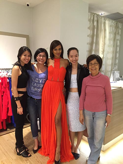 Hoa hậu Singapore mặc váy Việt Nam tại HH Hoàn vũ - 11
