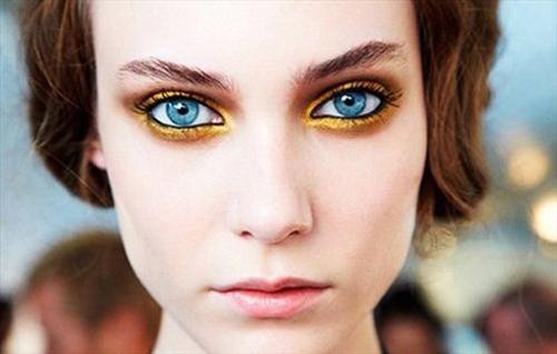 Đôi mắt lấp lánh ánh kim lên ngôi năm 2015-3