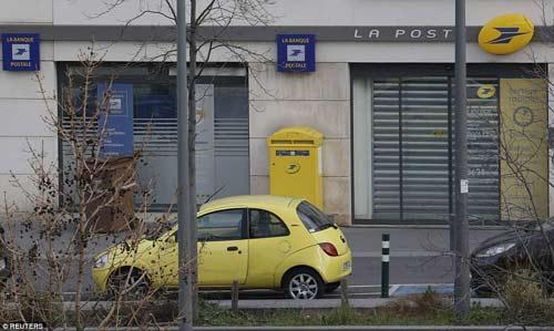 Thêm một vụ bắt cóc con tin rúng động ở ngoại ô Paris-9