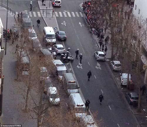 Thêm một vụ bắt cóc con tin rúng động ở ngoại ô Paris-10
