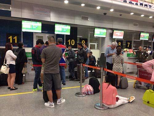 Hành khách nằm dài tại sân bay vì Jetstar hủy chuyến-2
