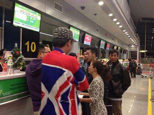 Hành khách nằm dài tại sân bay vì Jetstar hủy chuyến-3